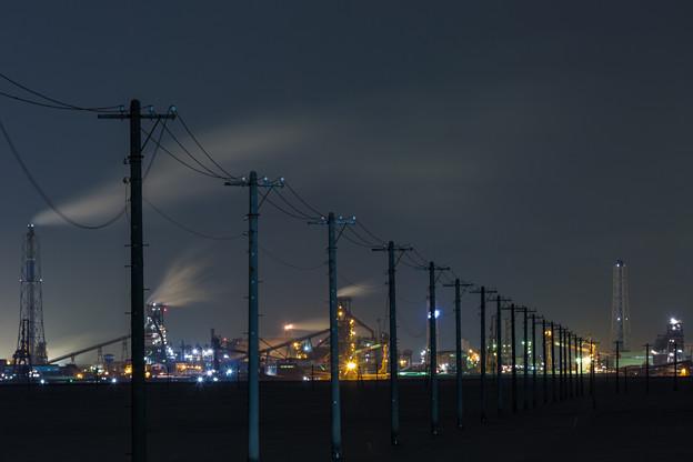 電柱と工場