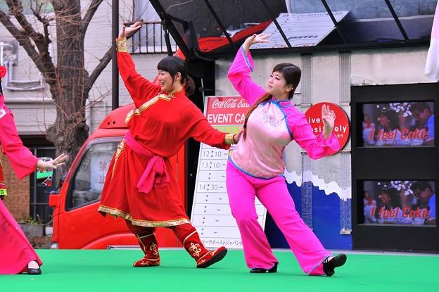 横浜中華街での春節イベント 中国舞踊? かわいく踊る・・20140202