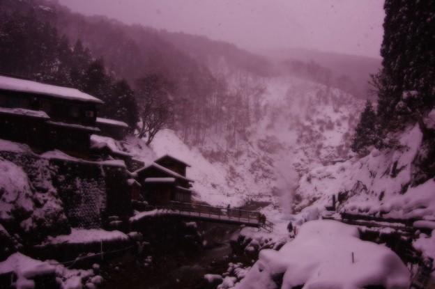 地獄谷温泉郷・・雪山風景