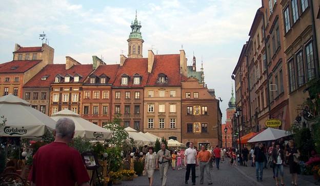 ワルシャワ:世界遺産 旧市街市場広場