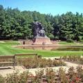 写真: ショパン像は実はとても大きいのです(*^ ^*)