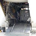 写真: MV-22後部ランプ内2L