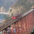 Photos: 36 35よりも微妙に場所を変えた、時刻どおりの列車が通る