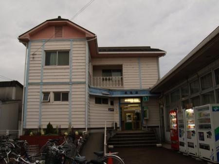 長尾駅の駅舎