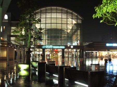 夜の高松駅、最近整備されたようできれいだった