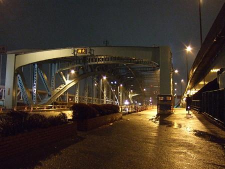 雨の千住大橋(2007/12)