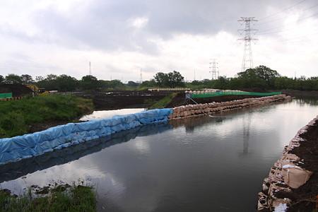 水門工事現場 川の流れを変更
