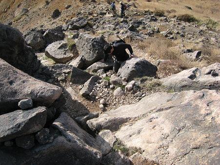 岩場を登るミノさん