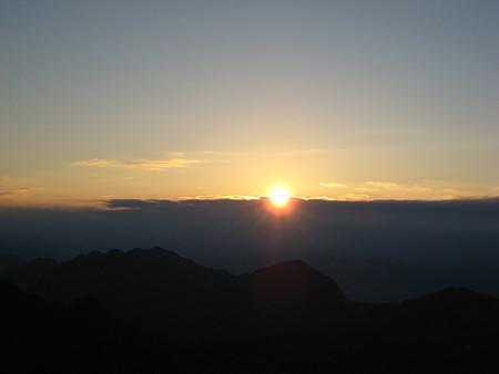 瓶ケ森山頂から見る日の出2