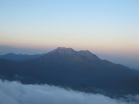 瓶ケ森から望む石鎚山2